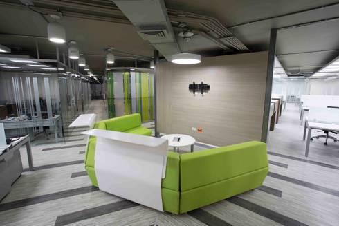 Sala Interactiva: Salas multimedia de estilo moderno por Qualittá Arquitectura
