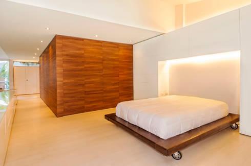 Casa Palmeral: Habitaciones de estilo moderno por FR ARQUITECTURA S.A.S.