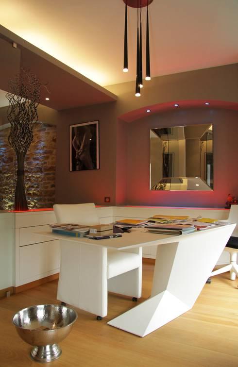 Rénovation d'un appartement à Mâcon (71): Bureau de style  par ATELIER JULIEN