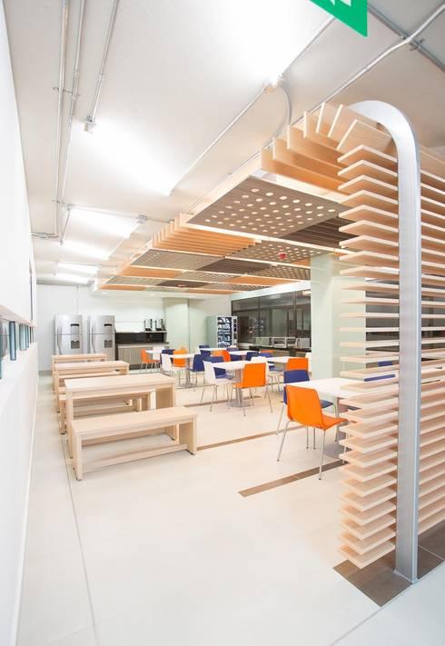 Cafeteria: Cocinas de estilo moderno por Qualittá Arquitectura