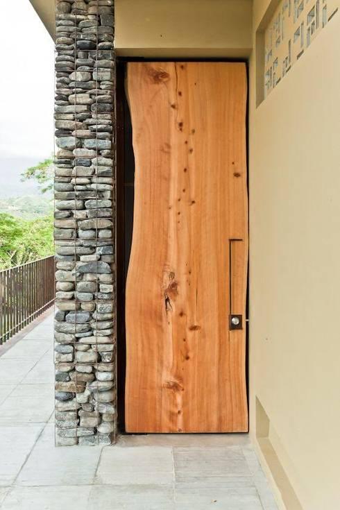 Casa Pombo: Terrazas de estilo  por PLUS Arquitectura y Diseño Ltda.