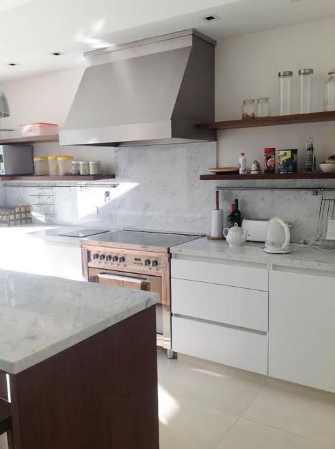Diseño interior - Martindale: Cocinas de estilo moderno por ARQ MARINA LERA