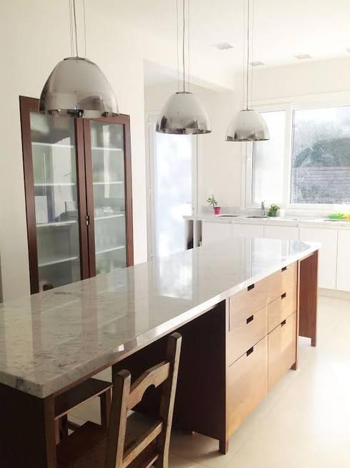 Nhà bếp by ARQ MARINA LERA