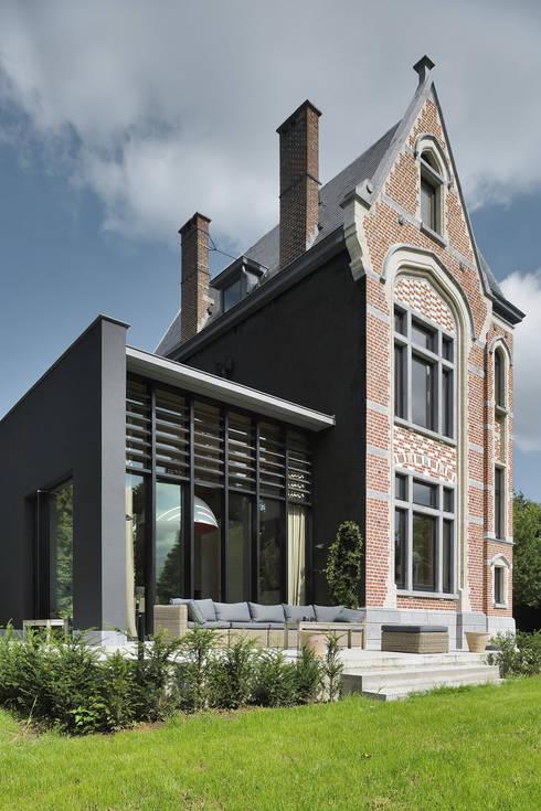 La Hulpe: Maisons de style  par Iceberg Architectes