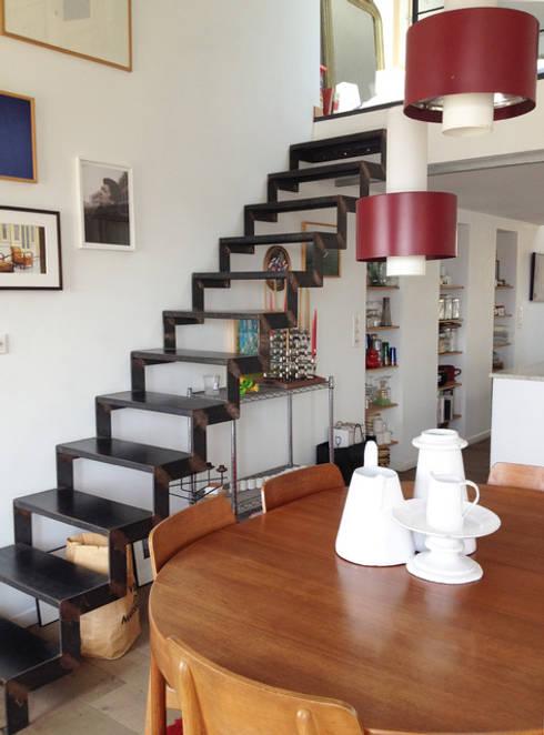 Appartement La Joliette: Couloir et hall d'entrée de style  par Genghis Studio