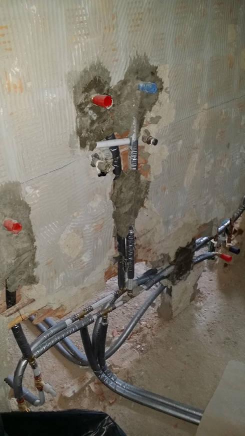 Impianti Elettrici e Termoidraulici:  in stile  di Quadrifoglio Costruzioni Ristrutturazione Edilizia