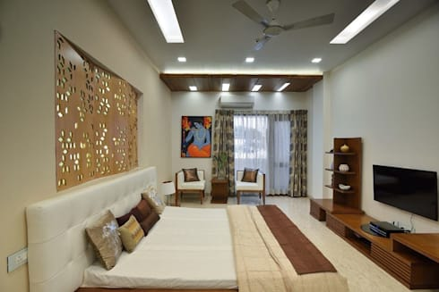 GAJENDRA YADAV'S RESIDENCE: modern Bedroom by Spaces Architects@ka