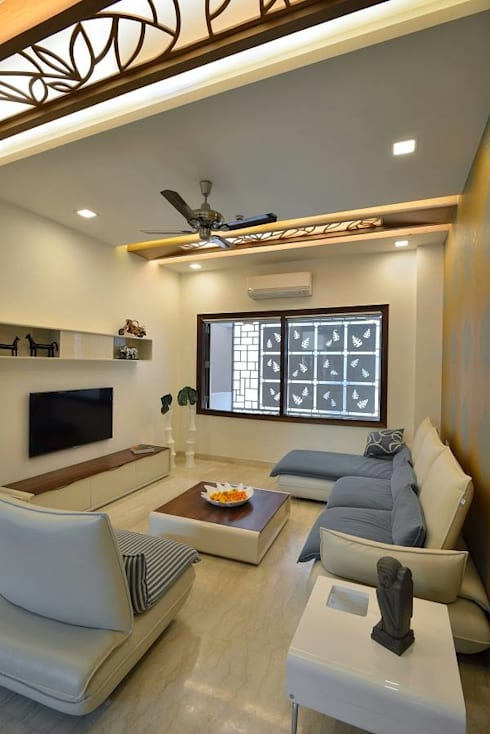 GAJENDRA YADAV'S RESIDENCE: modern Living room by Spaces Architects@ka