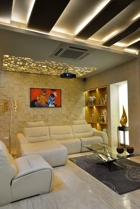 GAJENDRA YADAV'S RESIDENCE:  Living room by Spaces Architects@ka
