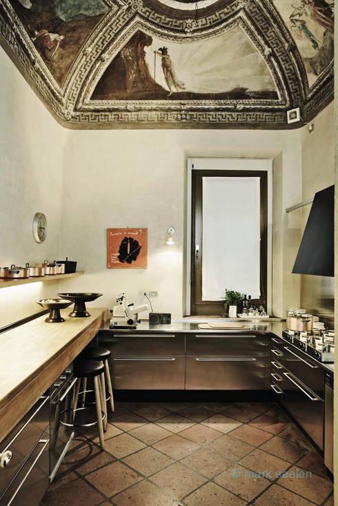 Casa Teresa: Cucina in stile  di Benedini & Partners