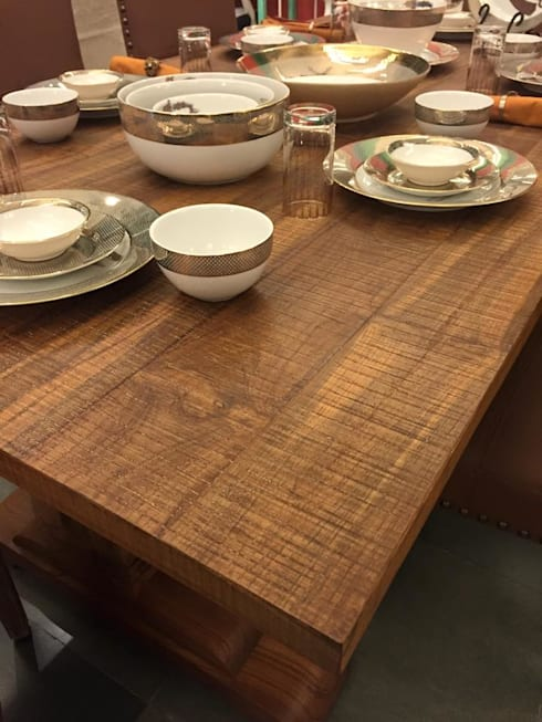 Classic dining look with antique grey finish on teak: modern Dining room by INHABIT