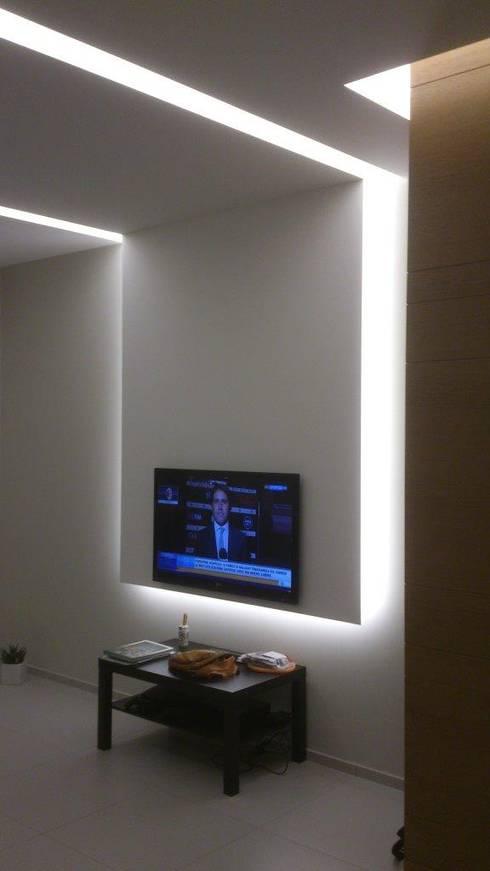 غرفة المعيشة تنفيذ  lidia tecla sivo architetto - studio di progettazione