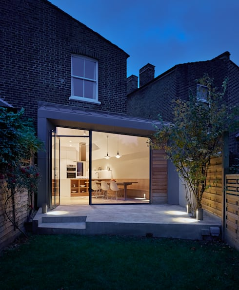 Facet House: modern Garden by Platform 5 Architects LLP