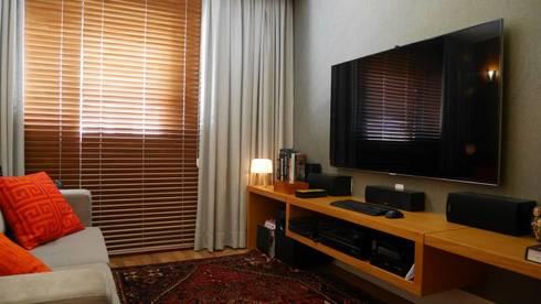 Apartamento Santana 01: Salas de estar ecléticas por Priolli Galuppo Arquitetura e Design