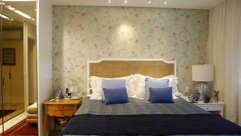 Apartamento Santana 01: Quartos  por Priolli Galuppo Arquitetura e Design