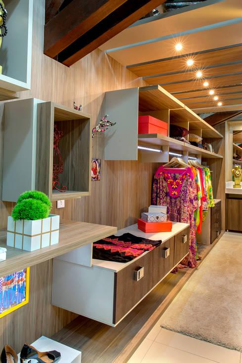 Dormitorios de estilo  de Milla Holtz Arquitetura