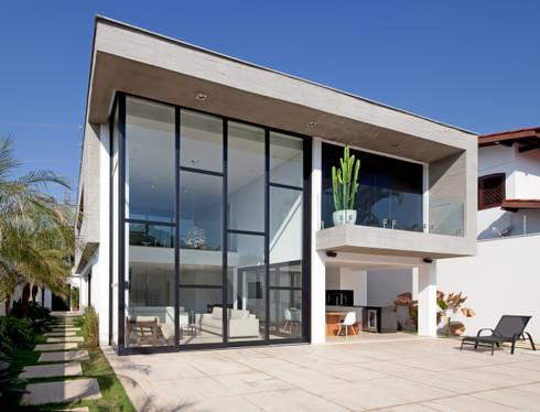 FACHADA POSTERIOR: Casas modernas por Conrado Ceravolo Arquitetos
