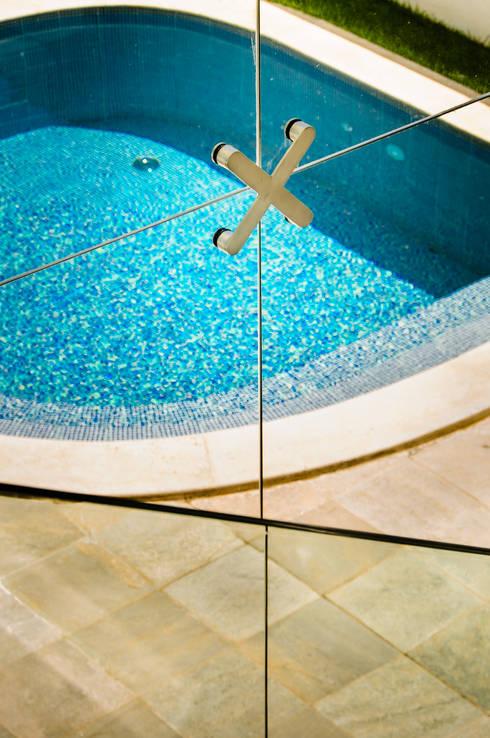 Piscinas de estilo moderno por Renata Matos Arquitetura & Business