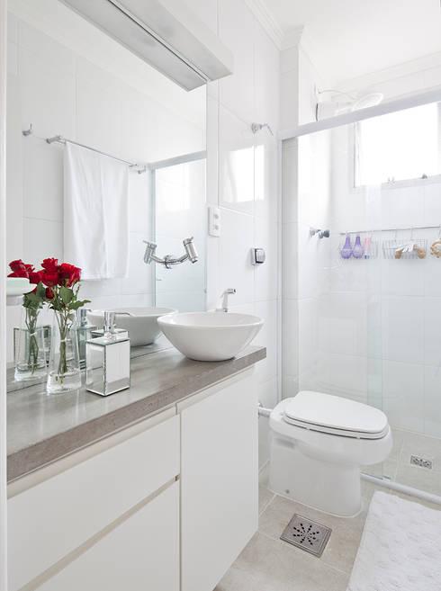 Ванные комнаты в . Автор – INÁ Arquitetura