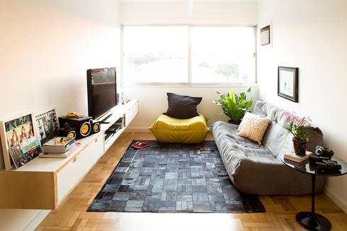 Sala: Salas de estar modernas por INÁ Arquitetura