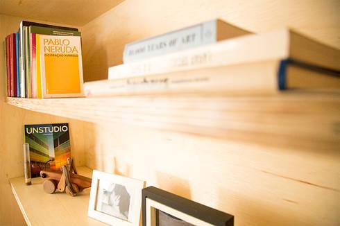 Detalhe - móvel Sala: Escritórios  por INÁ Arquitetura