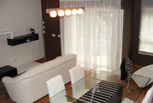Caldas da Rainha: Salas de jantar modernas por Assimetrias  (contacto: info@assimetrias.pt)