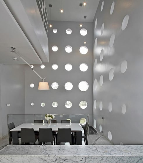 Babu Residence:  Dining room by Planet 3 Studios P Limited