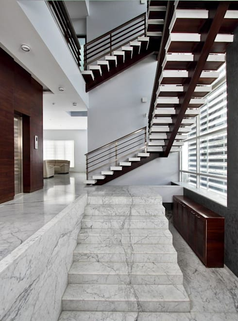 Babu Residence:  Corridor & hallway by Planet 3 Studios P Limited