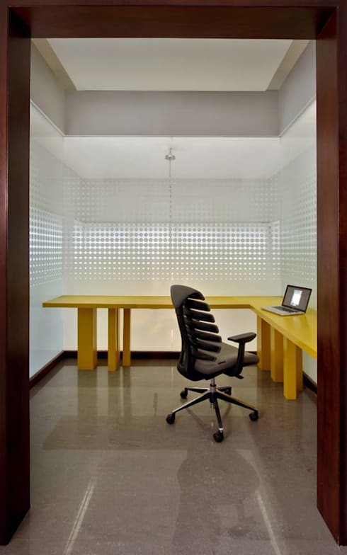 Babu Residence:  Study/office by Planet 3 Studios P Limited