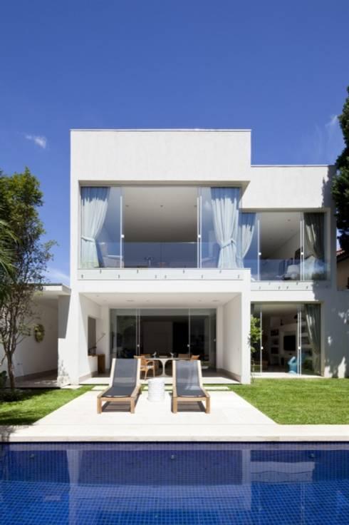 Casa SP: Casas modernas por Di Pace Art e Design