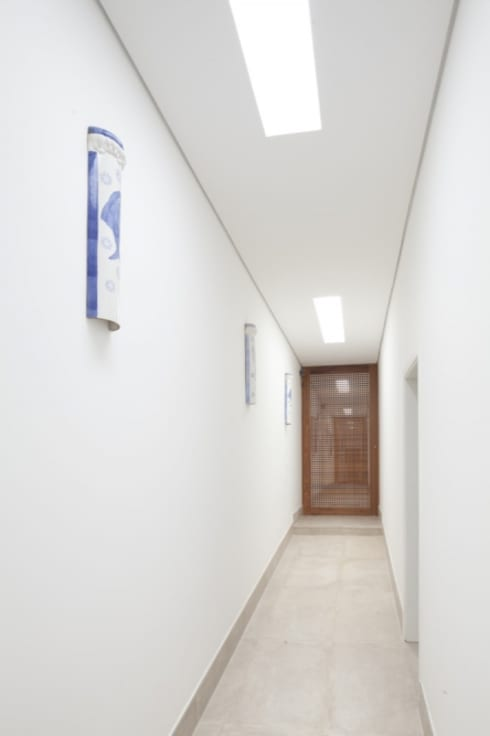Casa SP: Corredores e halls de entrada  por Di Pace Art e Design