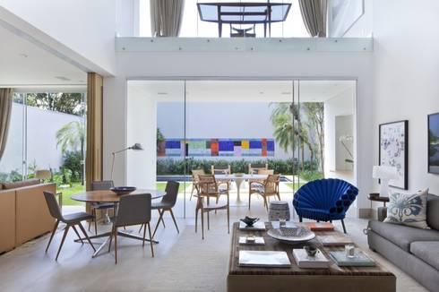 Casa SP: Salas de jantar modernas por Di Pace Art e Design