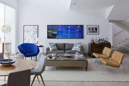 Casa SP: Salas de estar modernas por Di Pace Art e Design