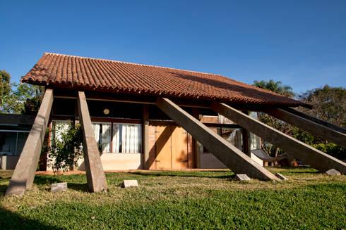 Residência HB: Casas rústicas por Quinta