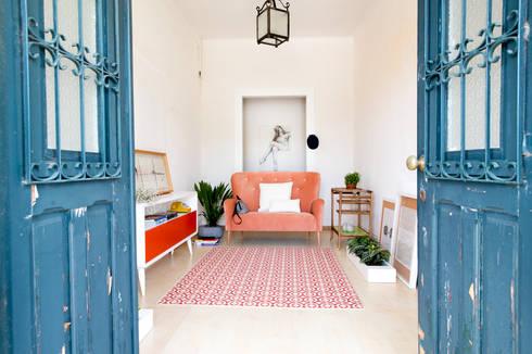 Time to Start: Corredor, hall e escadas  por Loloca Design