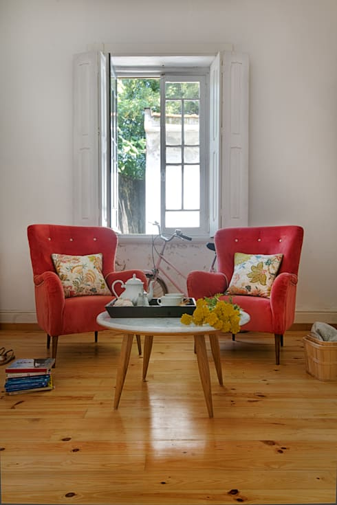 Tea time: Sala de estar  por Loloca Design