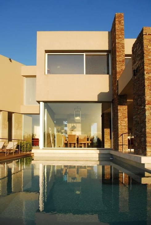 Casa en Castores: Casas de estilo moderno por dmejecuciondeobras