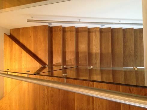 DEPARTAMENTO REFORMA: Pasillos y recibidores de estilo  por Diseño Integral En Madera S.A de C.V.