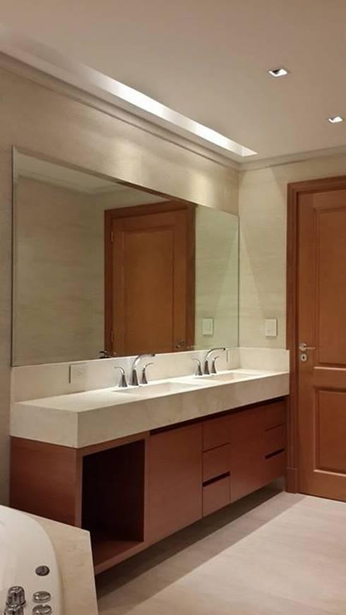 A079: Baños de estilo clásico por IDB ARQ