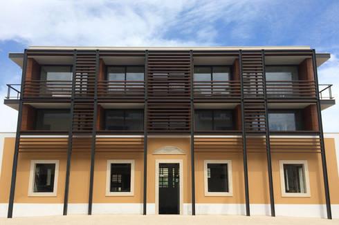 Edifício Duque de Loulé: Casas modernas por SOUSA LOPES, arquitectos