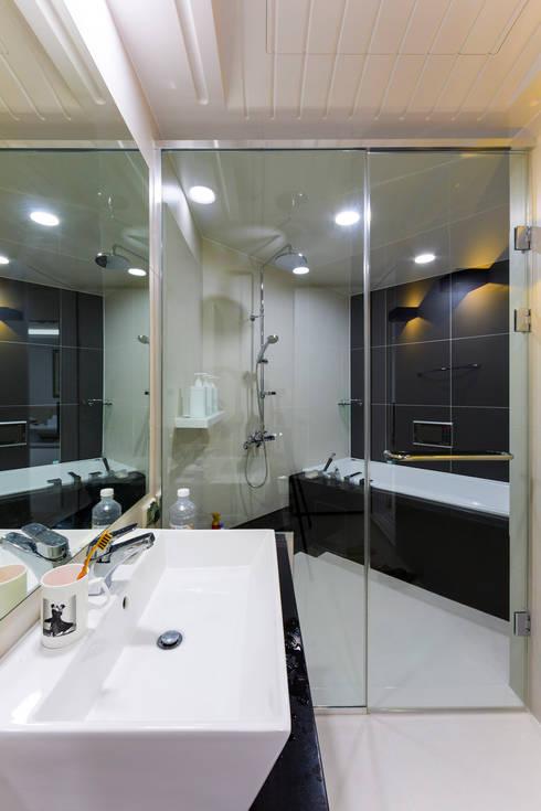 소공동 남산롯데캐슬 47평: dual design의  욕실