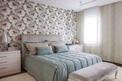Residência DF: Quartos  por Adriana Di Garcia Design de Interiores Ltda