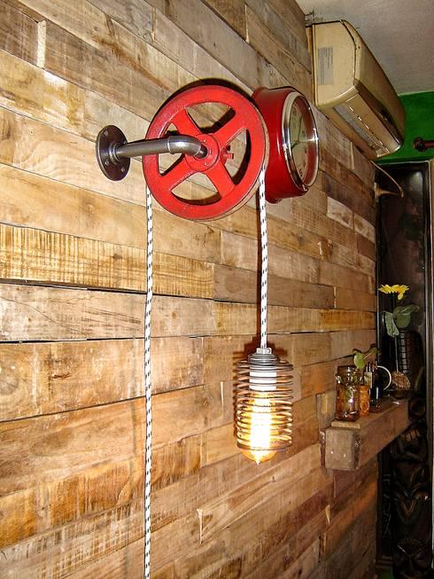 Aplique de Pared Industrial Polea : Livings de estilo  por Lamparas Vintage Vieja Eddie