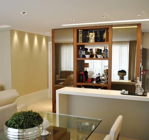 Apartamento Vila Izabel: Adegas modernas por Viviane Cavichiolo Arquitetura