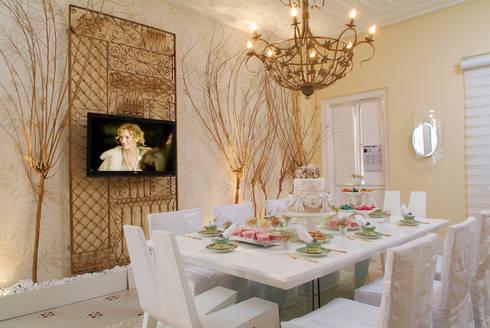 SALA DE CHÁ - MORA MAIS POR MENOS - SALVADOR - 2011: Salas de jantar coloniais por Haifatto Arq + Decor