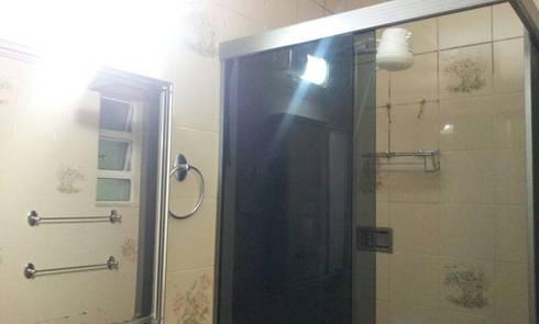 Banheiro antes da reforma:   por Palloma Meneghello Arquitetura e Interiores