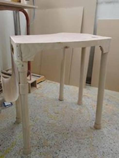 Proyecto Diseño Industrial Molde para Inyeccion mueble modular Escolar. Desarmable. :  de estilo  por JVR  Madera Y Diseño