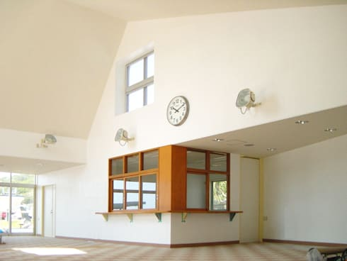 小笠原母島船客待合所: ユミラ建築設計室が手掛けた多目的室です。