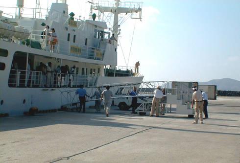 小笠原母島船客待合所: ユミラ建築設計室が手掛けたテラスです。