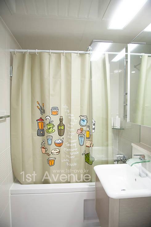 푸른 하늘을 그대로 담은 아이 다락방: 퍼스트애비뉴의  욕실